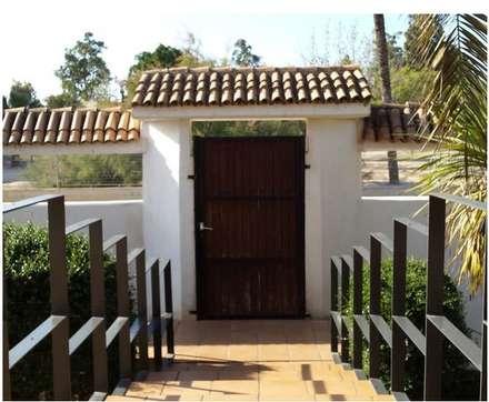 Reforma de Vivienda: Casas de estilo moderno de Emilio Macanás Martínez
