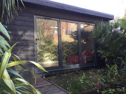 Hackney Home Cinema : scandinavian Garden by Garden2Office