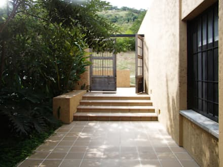CASA DE LA TORRE: Ventanas de estilo  por David Macias Arquitectura & Urbanismo
