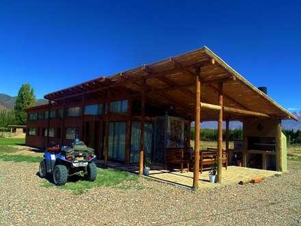CASA AZZOTI: Casas de estilo rural por bioma arquitectos asociados