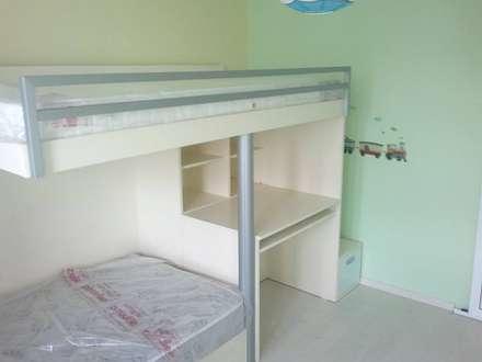 Dormitorios infantiles de estilo clásico por Departamento de Diseño
