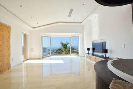 Villa mit Meerblick in Port Andratx: minimalistisches Spa von Element 5 Mallorca S.L.U.