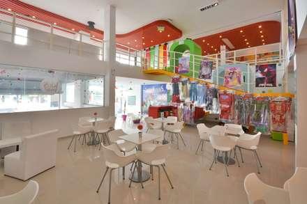Salones de eventos de estilo  por CELOIRA CALDERON ARQUITECTOS