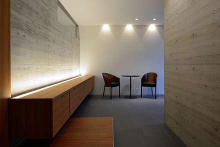 KaleidoscopeⅤ: 澤村昌彦建築設計事務所が手掛けた玄関・廊下・階段です。