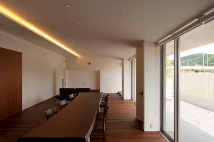 TNhouse: 澤村昌彦建築設計事務所が手掛けたダイニングです。