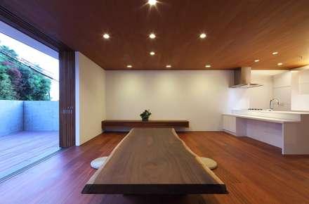 OKAMEDANI House: 澤村昌彦建築設計事務所が手掛けたリビングです。