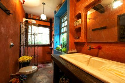Baños de estilo rústico por Régua Arquitetura