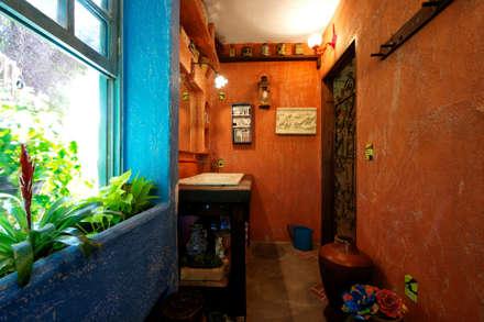 Sala de Banho Diferente: Banheiros rústicos por Régua Arquitetura