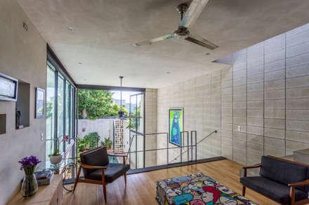 Phòng học/Văn phòng by Taller Estilo Arquitectura