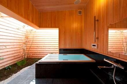 そ~ら~の家: AMI ENVIRONMENT DESIGN/アミ環境デザインが手掛けた浴室です。