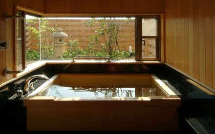 柳川の家: AMI ENVIRONMENT DESIGN/アミ環境デザインが手掛けた浴室です。