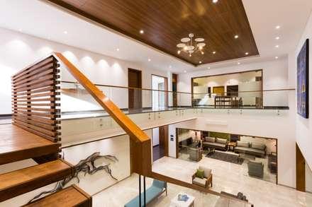 Jayesh bhai interiors: modern Corridor, hallway & stairs by Vipul Patel Architects