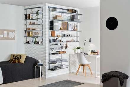 Wandregal für mehr Ordnung: skandinavische Arbeitszimmer von Elfa Deutschland GmbH