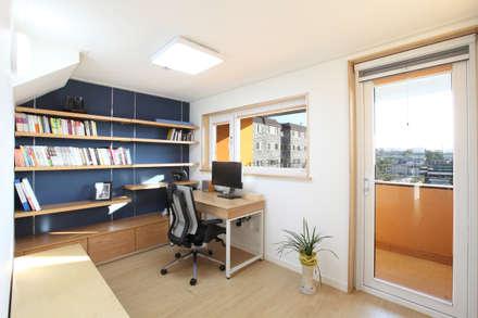 2층 서재: 주택설계전문 디자인그룹 홈스타일토토의  서재 & 사무실
