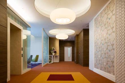Ospedali in stile  di 株式会社Juju INTERIOR DESIGNS