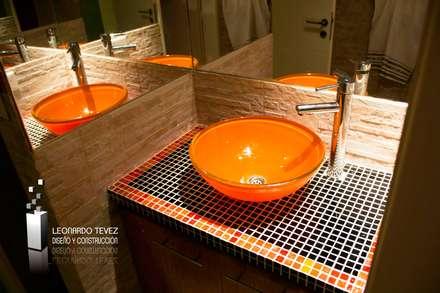 Interiores Varios: Baños de estilo moderno por Leonardo Tevez Diseño y Construcción
