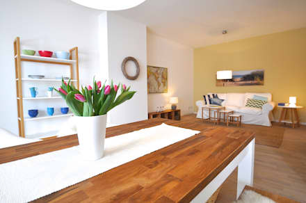 Home Staging einer Mietwohnung direkt an der Weser: landhausstil Esszimmer von Karin Armbrust - Home Staging