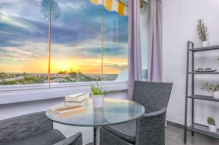 Apartamento con encanto: Terrazas de estilo  de Espacios y Luz Fotografía