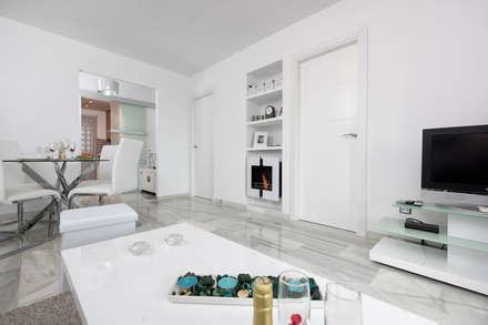 Apartamento con encanto: Comedores de estilo ecléctico de Espacios y Luz Fotografía