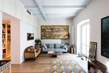 PRIVATE APARTMENT_MNG: Soggiorno in stile in stile Eclettico di cristianavannini | arc