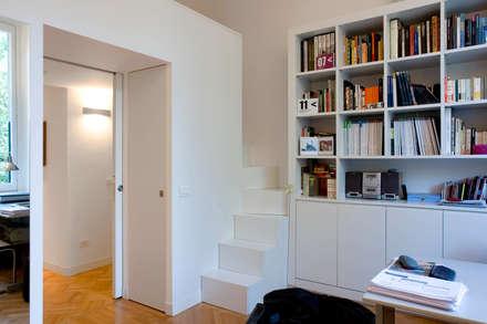 PRIVATE APARTMENT_BO: Studio in stile in stile Moderno di cristianavannini | arc
