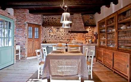 Vista della cucina: Cucina in stile in stile Rustico di Fabio Carria