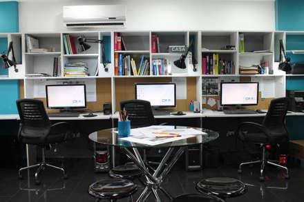 Puestos de Trabajo / Biblioteca: Salas de entretenimiento de estilo moderno por 5D Proyectos