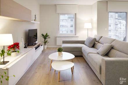 Sala de estar.: Salas multimedia de estilo moderno de Etxe&Co