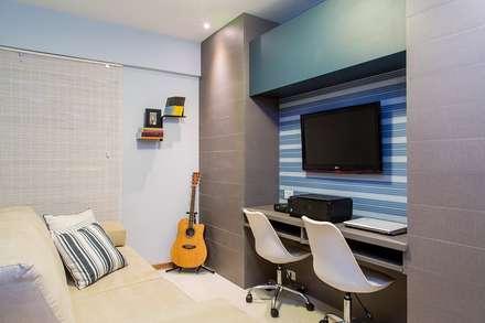 classic Media room by Bastos & Duarte