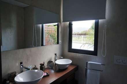 Casa de banho: Casas de banho modernas por Lethes House