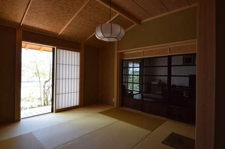 house N: Snowdesignofficeが手掛けた寝室です。