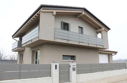 CASA TeMa: Case in stile in stile Moderno di Architetti Baggio
