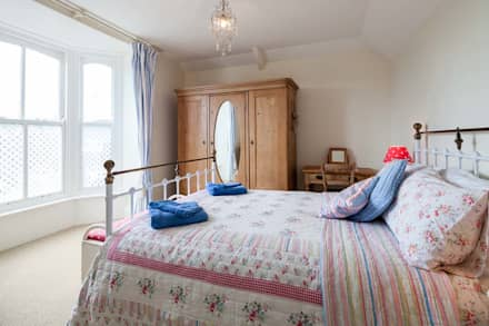 Self Catering Holiday Cottage: country Bedroom by Derek Phillips Photography