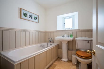Self Catering Holiday Cottage: country Bathroom by Derek Phillips Photography