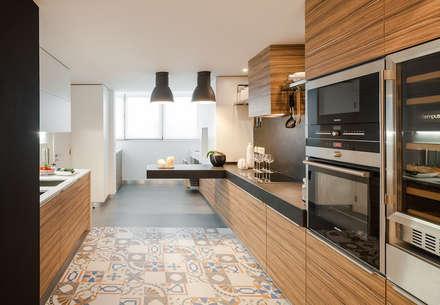 Beleza intemporal: Cozinhas ecléticas por FABRI