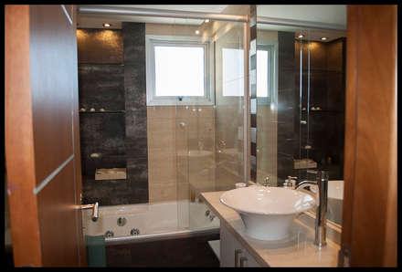 Baño Principal: Baños de estilo moderno por Diseñadora Lucia Casanova