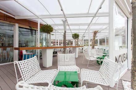 Barra de Abeto Laminado para terraza: Bares y Clubs de estilo  de MUDEYBA S.L.