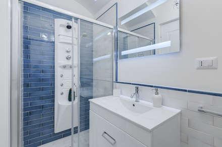 Appartamento Parioli - Roma: Bagno in stile in stile Moderno di Luca Tranquilli - Fotografo
