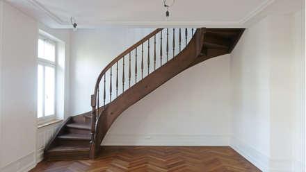 Jugendstil Mehrfamilienhaus Zürich-Seefeld:  Flur & Diele von Fastarch Architekturbüro eth/sia