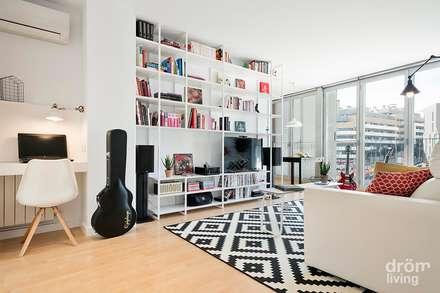 Salón en Barcelona: Color y Funcionalidad: Salones de estilo moderno de Dröm Living