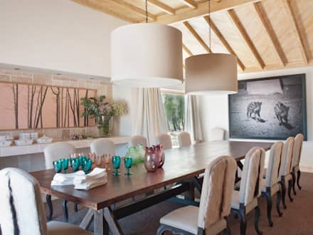SOUTHERN COMFORT: Salas de jantar rústicas por SA&V - SAARANHA&VASCONCELOS