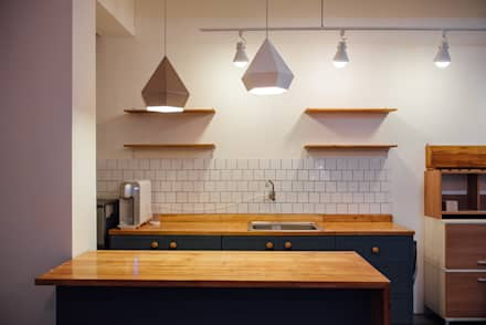 DIY 부엌 하부장 만들기 : 바라다봄 스튜디오의  주방