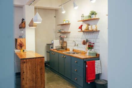 Cocinas de estilo escandinavo por 바라다봄 스튜디오