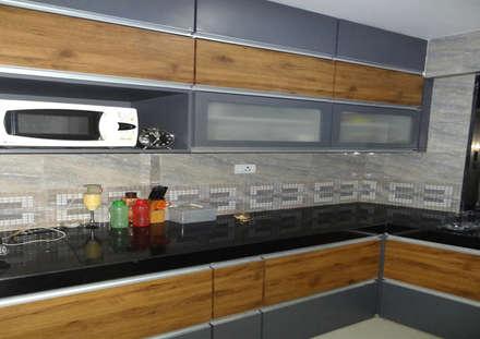 مطبخ تنفيذ UNIQUE DESIGNERS & ARCHITECTS
