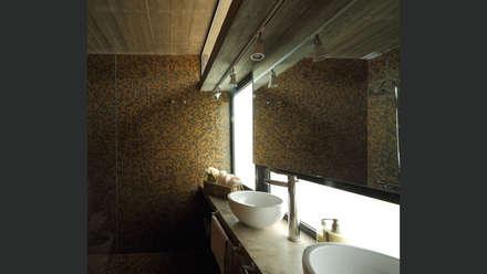 Casa S&S: Baños de estilo minimalista por Besonías Almeida arquitectos