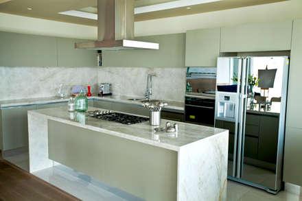 Departamento en Santa Fe: Cocinas de estilo moderno por MAAD arquitectura y diseño