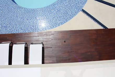 texturas y contrastes en pisos.: Piscinas de estilo moderno por Camilo Pulido Arquitectos