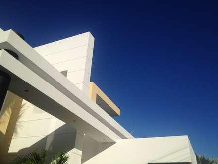 Detalle arquitectonico.: Casas de estilo moderno por Camilo Pulido Arquitectos