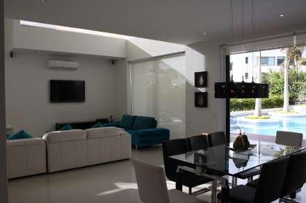 Area salon comedor.: Casas de estilo moderno por Camilo Pulido Arquitectos