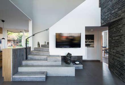 Villa U:  Flur & Diele von C.F. Møller Architects